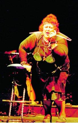 Quartiers Nord, spectacle 2001 L'Odyssée de l'Estaque, live à Simiane, photo Bernard Ribet